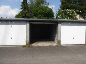 Garage box et parking louer la fert bernard 72400 for Location garage box